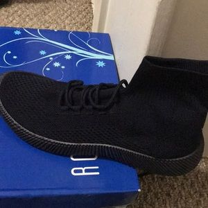 Navy blue stretch casual sneaker